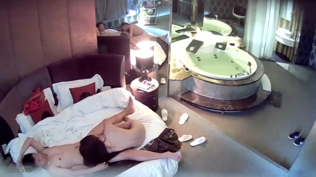 和美女洗完鸳鸯浴啪啪