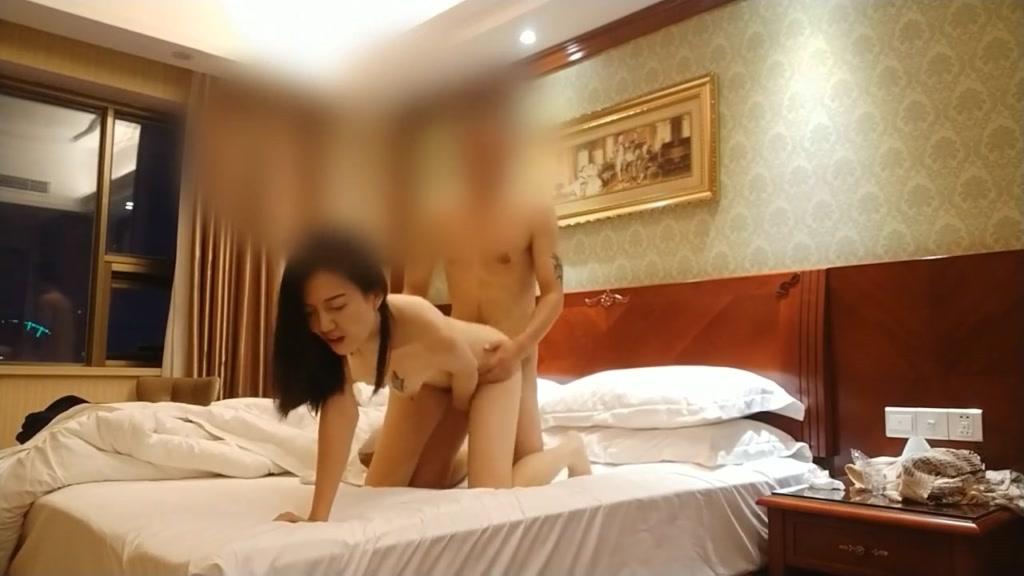 酒店房间啪啪身材好颜值高不停爆操干的她受不了
